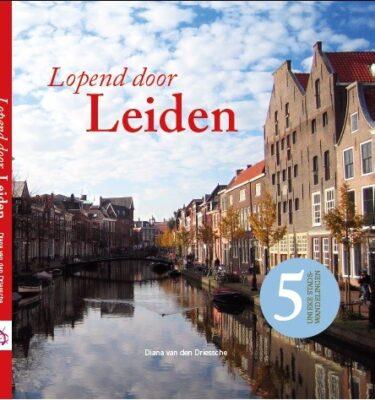 cover lopend door Leiden